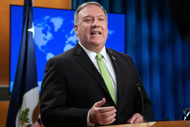 美國國務卿龐培歐(Mike Pompeo)昨發聲明表示譴責,強烈敦促北京重新考慮其災難性提議,尊重香港的自治、民主與公民自由,龐培歐表示,「我們與香港人民站在一起。」美聯社