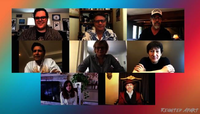 喬許蓋德(左上起),邀請「七寶奇謀」史恩奧斯汀、喬許布洛林、柯里費爾曼、瑪莎普林頓、關繼威、凱莉格林與傑夫柯恩線上團圓。(擷自YouTube)