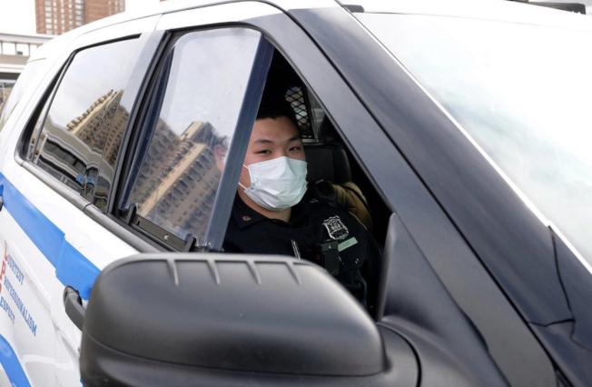 市警明確表示,警員執法或與人接觸必須配戴口罩。(市警提供)