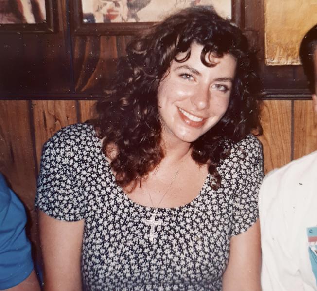 白登性侵指控者李德被揭學歷造假,圖為她1992年或1993年在華盛頓為時任國會參議員的白登工作。(美聯社)