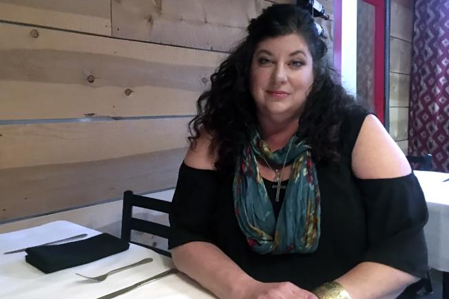 白登性侵指控者李德被揭學歷造假,圖為她今年4月接受媒體訪問。(美聯社)