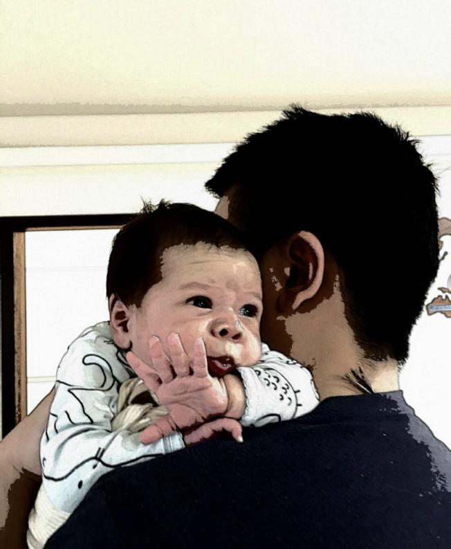 台灣同志Jason花費約15萬美元喜獲混血寶寶。(Jason提供)