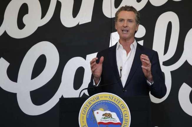 紐森22日說,加州58縣中,已有43個縣獲准2B階段的解封,包括餐館可進行堂食。(Getty Images)