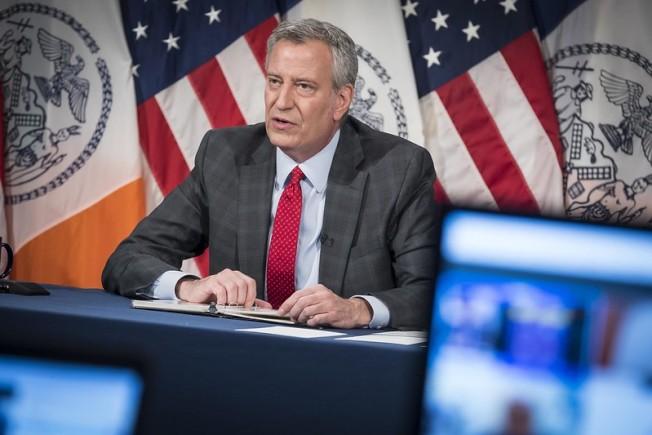 紐約市長白思豪22日更改重啓紐約市的標準。(市長辦公室提供)