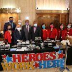 亞裔送餐致敬英雄 市長表揚