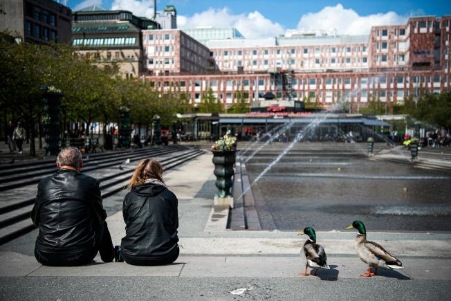 瑞典公衛局初步調查後發現,首都斯德爾摩居民中,4月下旬只有7.3%出現抗體,與其他國家數據相仿,遠不及群體免疫所需的7成至9成。(Getty Images)