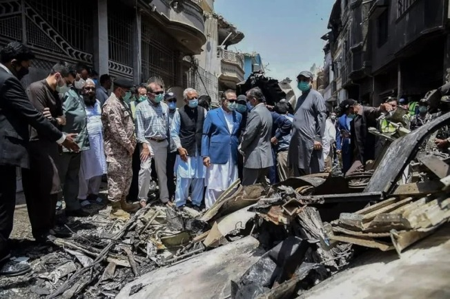 巴基斯坦國際航空公司發言人阿布杜拉汗今天說,巴航一架失事客機的「飛航資料記錄器」與「駕駛艙語音記錄器」已在喀拉蚩墜落地點尋獲。 (Getty Images)