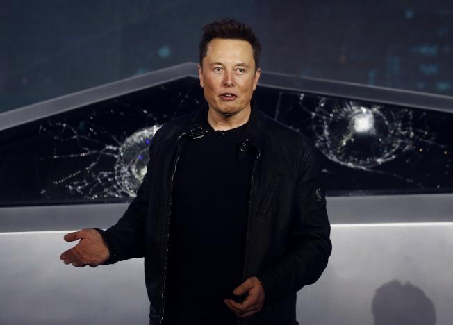 馬斯克在2019年介紹 Cybertruck的設計。(Getty Images)