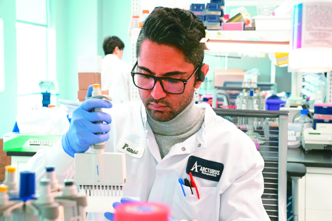 路透報導,美國將徵召逾10萬個自願者,接受約六種最具潛力的候選疫苗人體試驗。(路透)