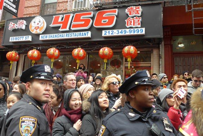 黎怡2020年參與華埠春節遊行時所攝。(取自黎怡臉書)