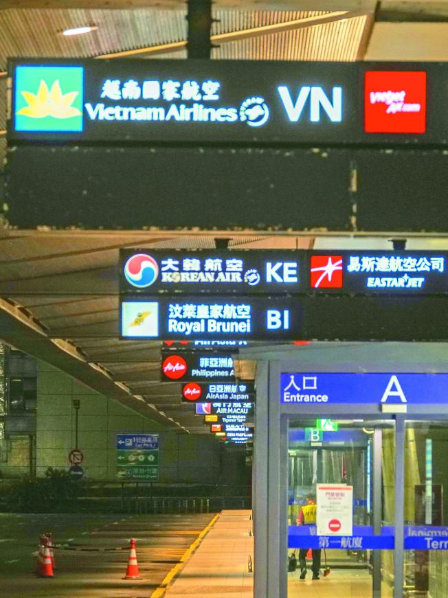 台外交部與越南目前敲定由越南航空派專機接回在台越人,以老弱婦孺優先,這也是越南首次派出專機到台接人。(記者鄭超文/攝影)