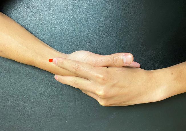 列缺穴,腕橫紋上1.5寸。(圖:嘉義長庚提供)