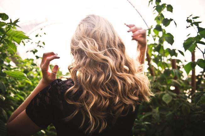 """法国女人随兴时尚靠""""护发"""" 4禁忌绝不做"""