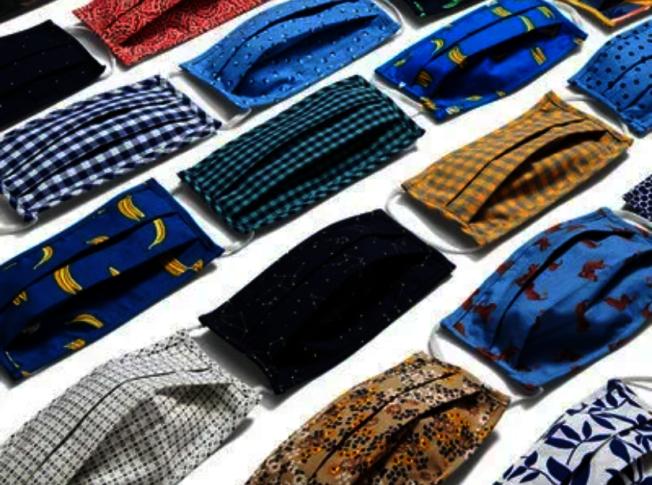 美國服飾品牌最近紛紛開賣非醫療用口罩,加深品牌識別度並刺激銷售。(取自Old Navy官網)