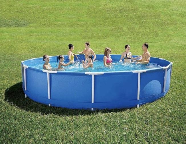 因新冠疫情,家庭在後院安裝泳池的需求激增,相關產品熱銷。(取自亞馬遜網站)
