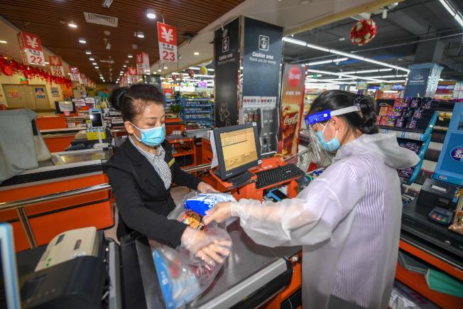 以吉林舒蘭為源頭的聚集性疫情已致46人確診,圖為舒蘭的商超配送保障物資供應。(新華社資料照片)