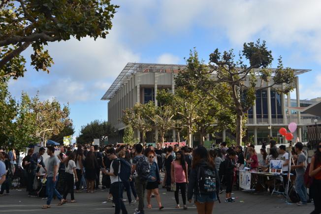 疫情導致全美3800多萬人失業。今年大學畢業生可能是最難一年。華人畢業生頗受影響。(記者劉先進╱攝影)