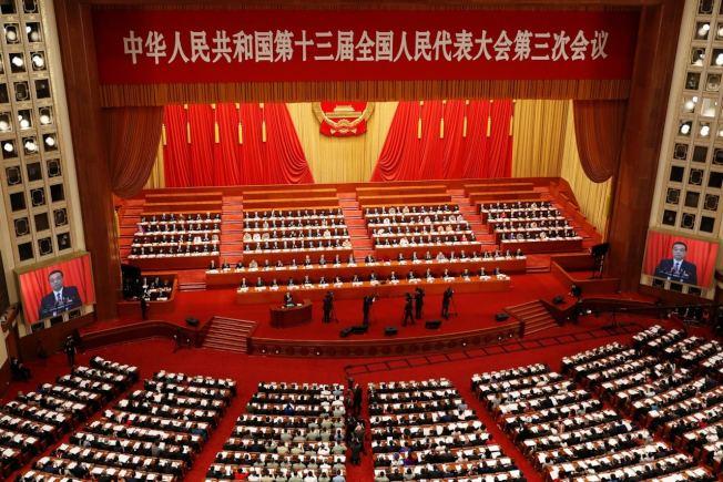 中國全國人大會議正審議「港版國安法」,並將於本周四(28日)進行表決,再交由人大常委會制定草案內容。預計最快6月底拍板。路透