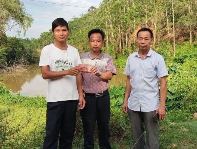 村民舉報學生到水塘游泳,經查證屬實獲獎勵300元。(取材自中新網)