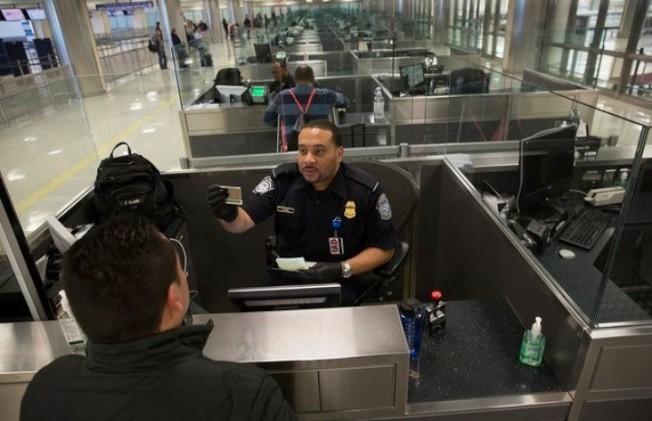 駐美中領館提醒中國公民留意出境檢查。(CBP)