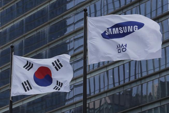南韓半導體產業高度仰賴美國技術,美國的華為新禁令讓南韓業者焦慮不安。(美聯社)
