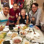 68歲洪金寶「近照暴瘦」親自下廚招待譚詠麟