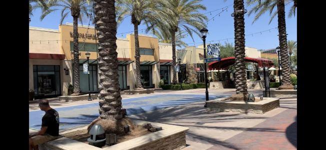 聖伯納汀諾縣奇諾岡市中心商家多數都未開始恢復營業。(記者啟鉻/攝影)