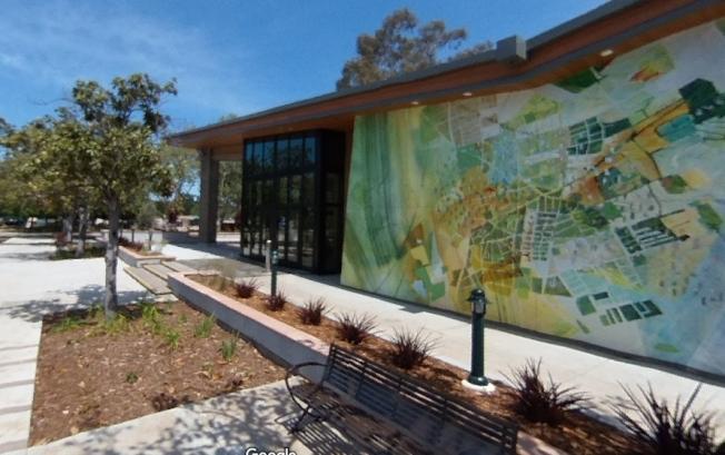 聖縣在山景城Rengstorff公園游泳池附近推出新冠病毒快閃檢測服務,圖為該游泳池及山景城社區活動中心場景。(照片/翻攝自Google Map)