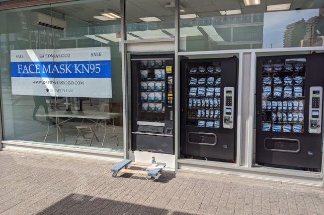 RadpidMask2Go在曼哈頓下東城推出全市首個口罩自動販賣機。(取自RadpidMask2Go)