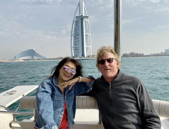 謝嘉燕和丈夫出現疑似新冠症狀康復後,為捐血漿,決定做新冠抗體檢測,希望幫助新冠患者。(謝嘉燕提供)