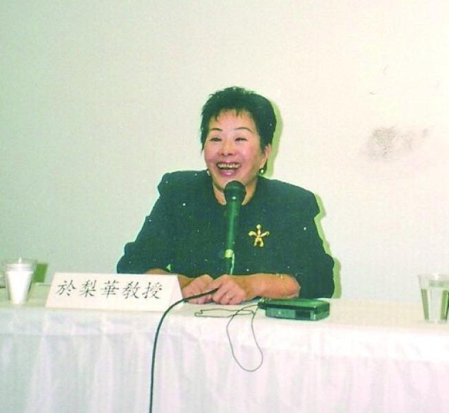 1999年9月的「華人文學——海外與中國」第三屆研討會,於梨華(右四)也應邀出席。(劉慧琴∕圖片提供)