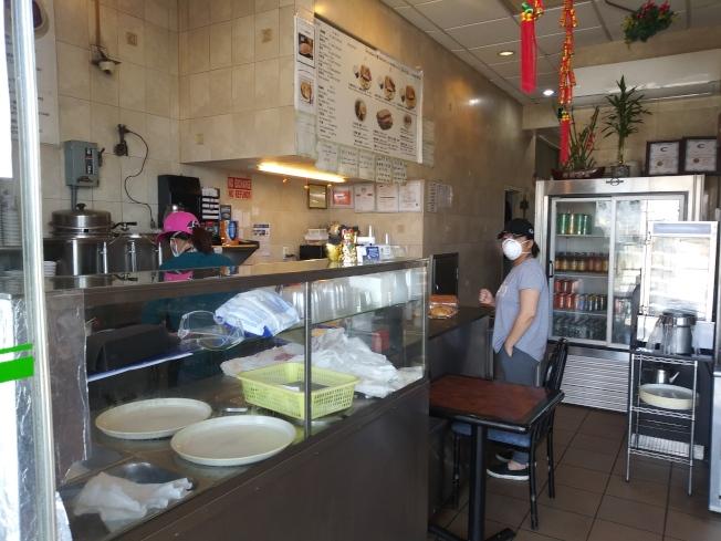 西餅屋已經重開,但是顧客不多。(韓傑/攝影)