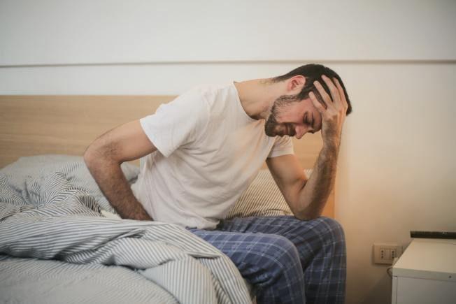 胃痛怎麼治?這位中年高階主管接受了「催眠」
