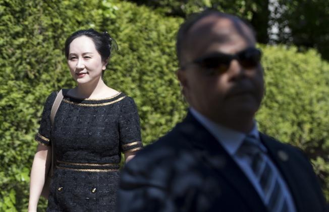 加拿大法院今天針對華為財務長孟晚舟引渡案作出裁決。圖為孟晚舟27日早上離家住家前往卑詩省最高法院。美聯社