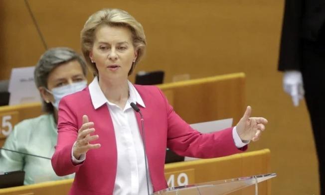 歐盟執委會主席范德賴恩27日提出規模7500億歐元的疫情後振興經濟方案。 歐新社