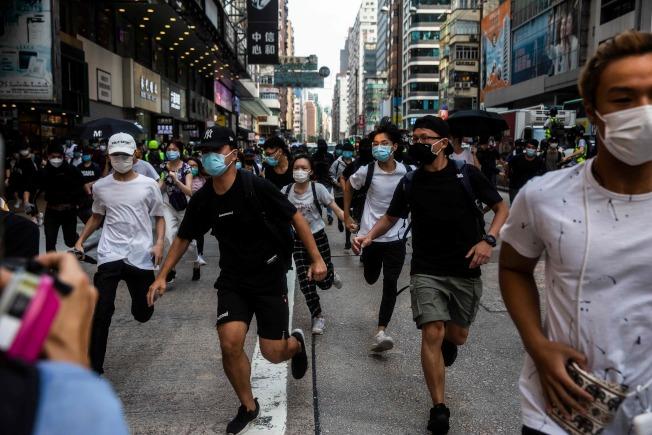 港版國安法爭議持續延燒,香港街頭再現大規模抗議人潮。(Getty Images)