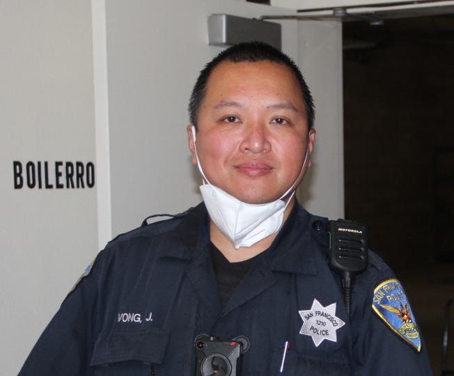 金山警官黃達忠,曾經參與調查和介入過許多宗震驚華裔社區的大案要案,他精通中文,在其中幫助了許多華裔受害人。(記者李晗 / 攝影)