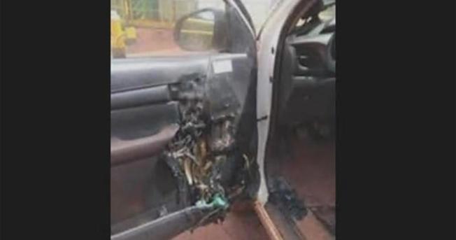 潔手液是酒精製造,屬易燃物品,專家警告若放車內,在陽光直接照射下會發生爆炸。圖為潔手液爆炸導致車門嚴重損壞。(CBS電視台截圖)