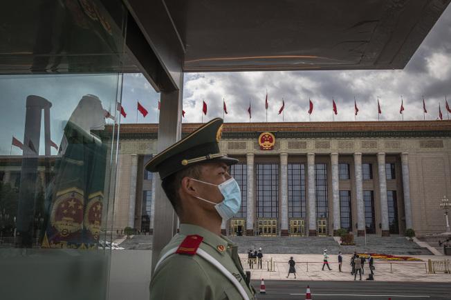 紐約時報報導,川普政府計畫取消數千名與解放軍有關的中國留學生簽證。(美聯社)