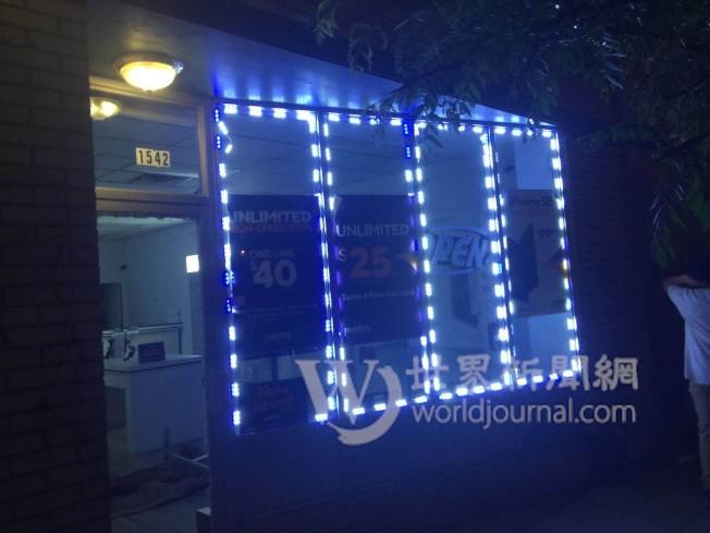 明市南區商店27日入夜後受示威群眾攻擊洗劫,玻璃窗戶、大門全遭擊破。(Alex提供)