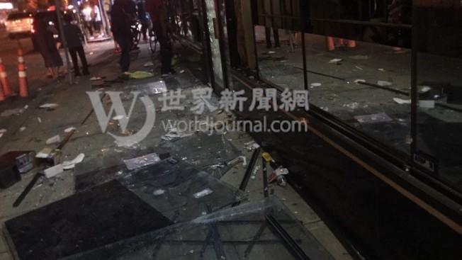 整排街道上的商店,幾乎無一倖免遭到攻擊搶劫,玻璃碎落一地。(Alex提供)