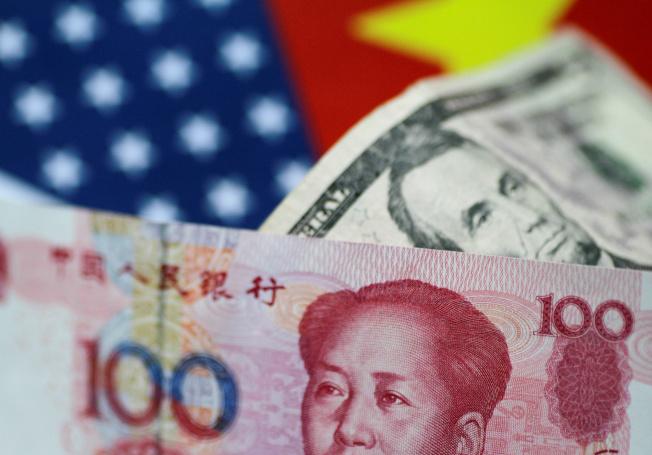 外資企業將據點移出中國的同時,往往可能面臨更大的匯率波動,增加其風險。 (路透)