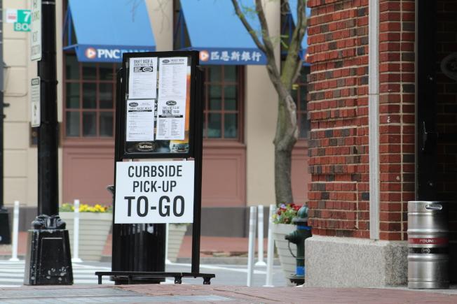 馬州蒙郡和喬治王子郡將於6月1日進入復工第一階段,屆時餐廳可在外送和外賣的基礎上,開放戶外用餐區。(記者張筠 / 攝影)