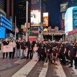 紐約時報廣場滅燈一分鐘 致敬「脆弱企業」