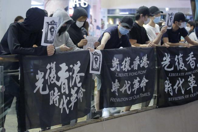 香港民眾上街抗議北京當局強推國安法。(美聯社)