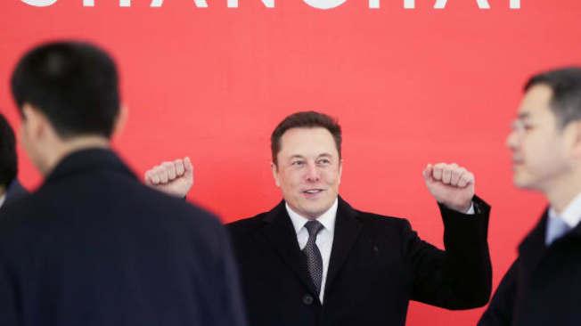 馬斯克表現出色,讓Tesla市值漲至1000億以上,他因此獲得7億元的薪資獎勵。(Getty Images)