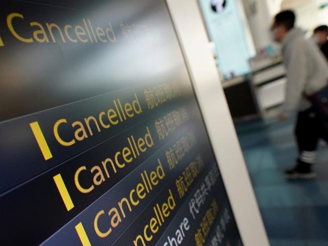 無聲傳播者是散布新冠病毒最大的隱憂,圖為東京羽田機場3月間疫情嚴重時的景象。(美聯社)