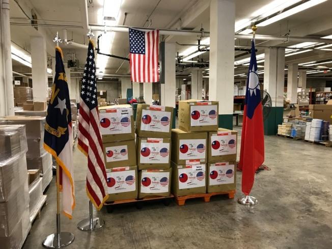 台灣共捐贈北卡10萬片醫療口罩。(經文處提供)