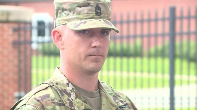 34歲的士官長羅耶28日機警地在堪薩斯州百年橋上開車把槍擊嫌犯撞傷,救了不少人命。(CNN電視台截圖)