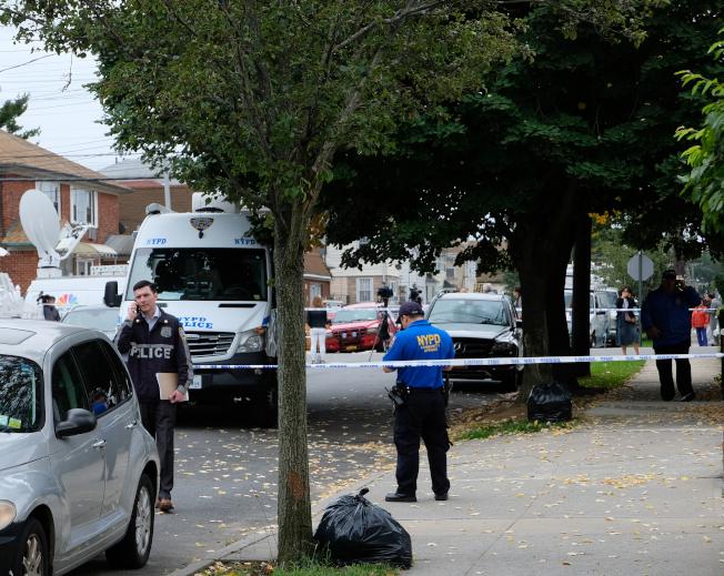 法拉盛月子中心血案發生後,警方封鎖現場進行調查。(記者曹健/攝影)